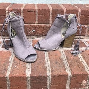 Qupid is gray suede peep toe bootie lace up 8.5